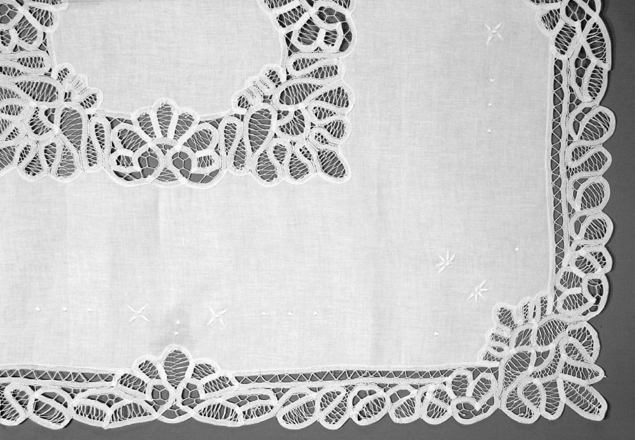 Lace Tablecloths Oval 300x300.jpg Classic Battenburg Lace tablecloth ...