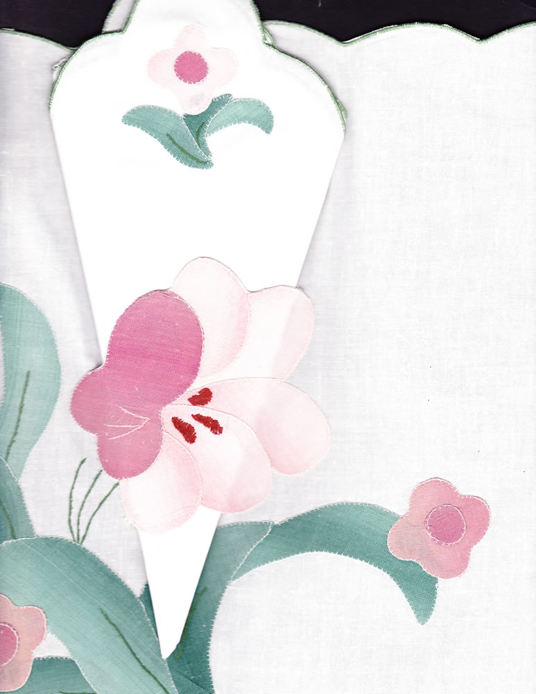 Blush appliqué Amaryllis place mats
