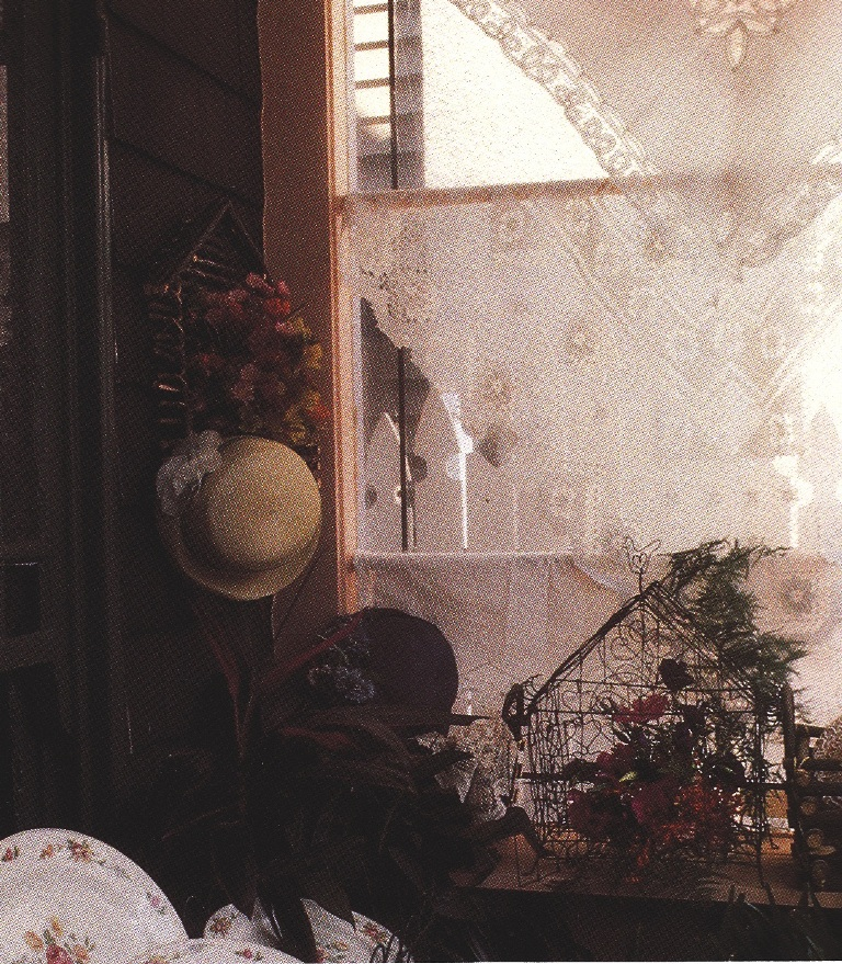Small Square Table Toppers Can Be An Easy U0026 Intimate Treatment For A  Window. Lace