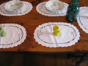 White 100% pure linen Cutwork Lily Place Mat and matching Napkin set.