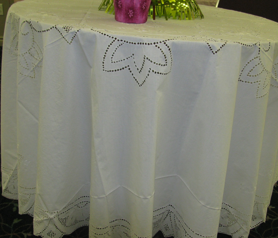Queen Anne S Lace Round Ecruwhite Tablecloth Punch Work