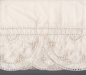 Close up image Queen Anne's Lace Punchwork valance.