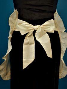 Grandma Apron Retro 1950 Style Cutwork Embroidery Ruffle trim.