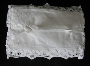 White 100% Cotton Handmade Padded Heart-shaped Battenburg Lace Tissue Box cover & embroidered Heart-shaped 5 petals flowers.