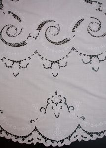 Richelieu Cutwork Petal Lace trim oval tablecloth needle stitched by expert artisans