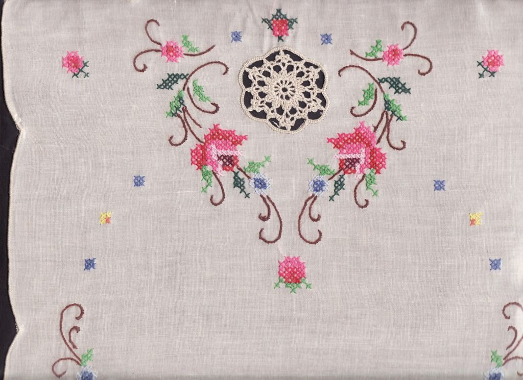 Wroyal Albert Ecru Old English Roses The Lace And Linens Co