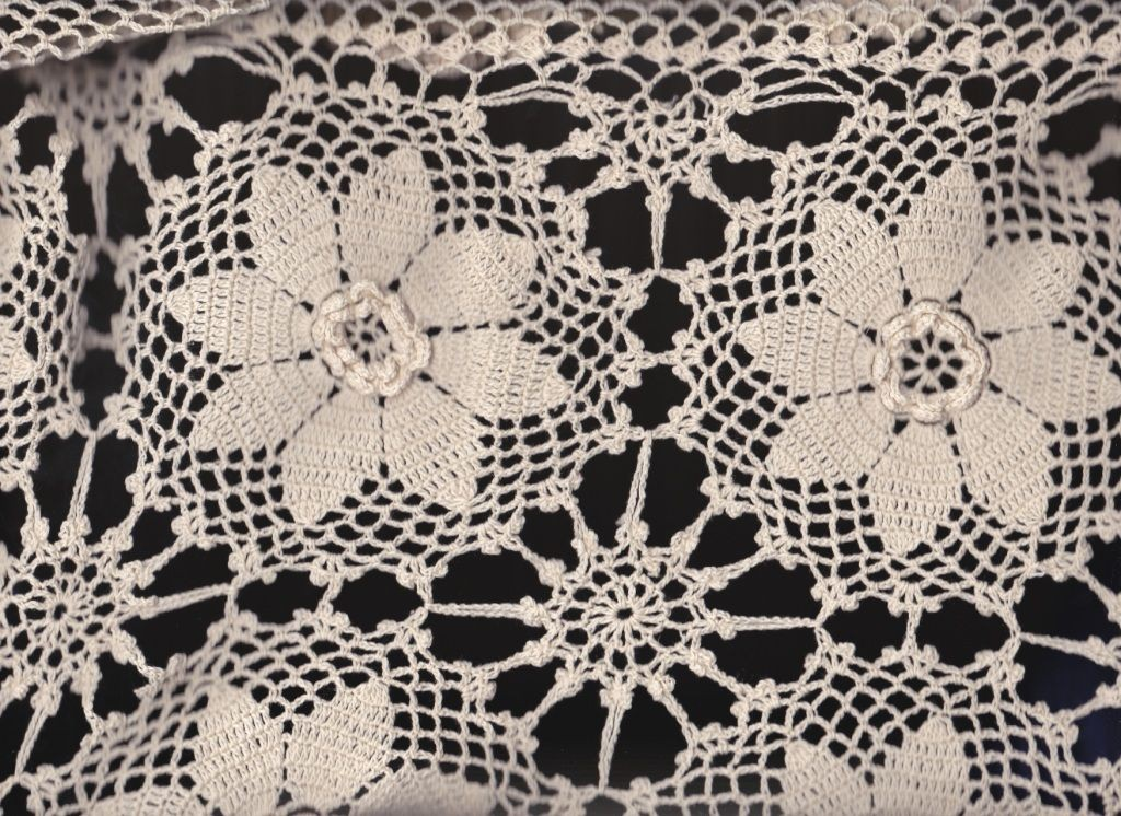 Irish Rose Sunflower Crochet Lace Vintage Ecru In Ovals And Round  Tablecloths